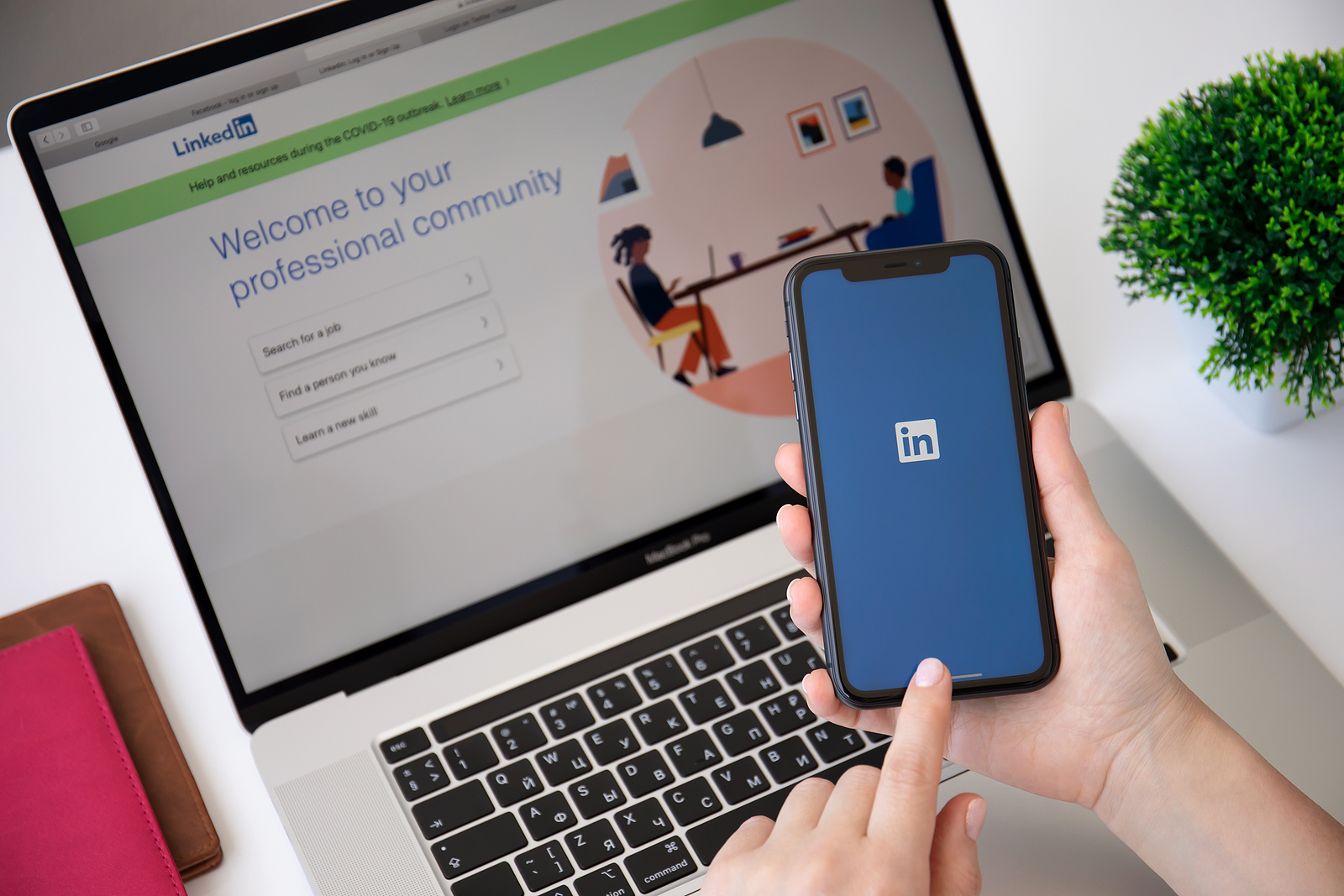 5 Reasons You Should Keep Your LinkedIn Profile Updated if You're Not Job-Hunting